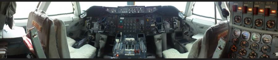 Кокпит B-747-300