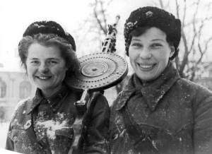 Девушки в блокадном Ленинграде