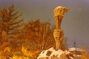 Памятник в Сквере героев Революции