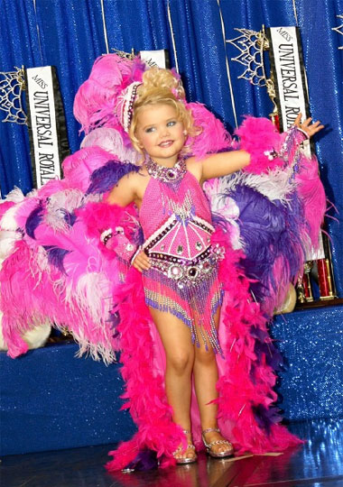 Маленькие дети на конкурсе красоты