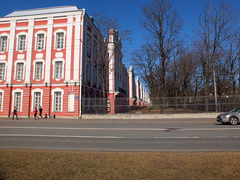 Полноводная Нева Университетская набережная Университет DSCF7049