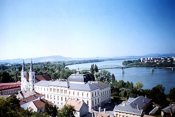 Дунай_ Мост из Венгрии в Словакию