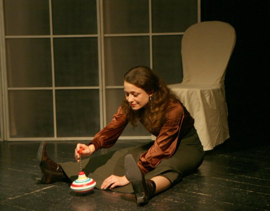 Три сестры. 3-й акт. Ирина - Ксения Ильясова. Фото М.Гутермана.
