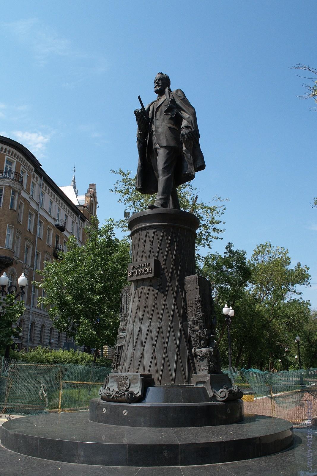 Памятник В.Г.Шухову на Сретенском бульваре в Москве