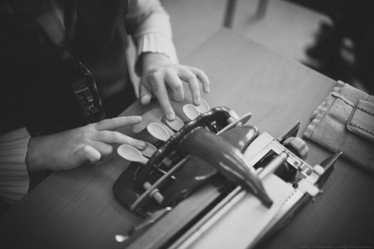 Печатающая машинка для шрифта Брайля