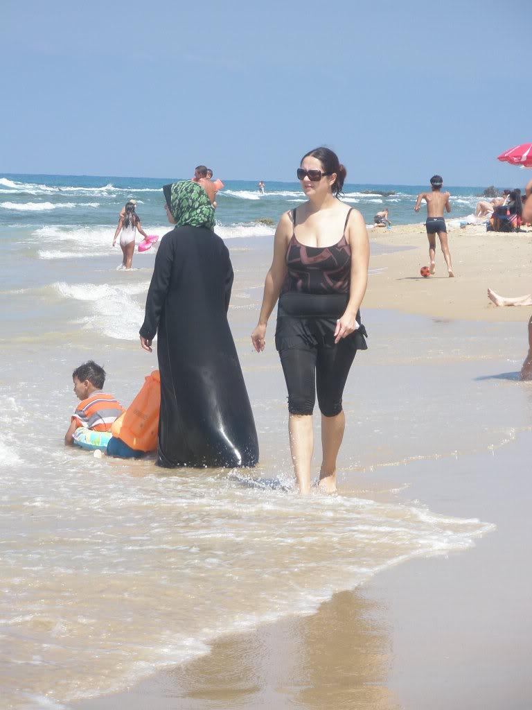 Яффо. Октябрь 2011. На пляж можно ходить и так, и так
