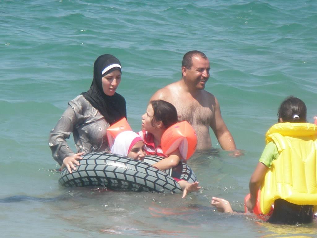Яффо. Октябрь 2011. Так купаются арабские женщины