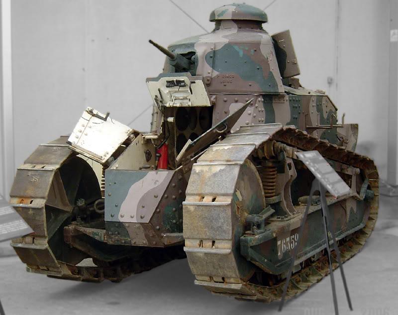 Легкий танк Рено-17 в музее французских танковых сил в Сомюре