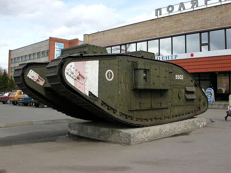 Английский танк времен Первой мировой войны, захваченный Красной армией в Архангельске