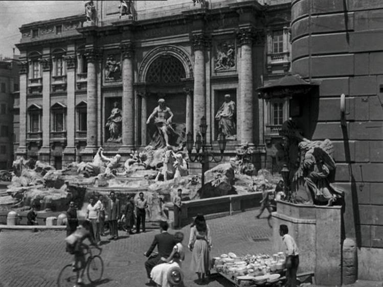 Фонтан Треви - одно из архитектурных чудес Рима