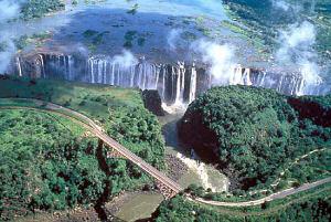 Водопад Виктория на реке Замбези - самый длинный водопад в мире (1 708 м)