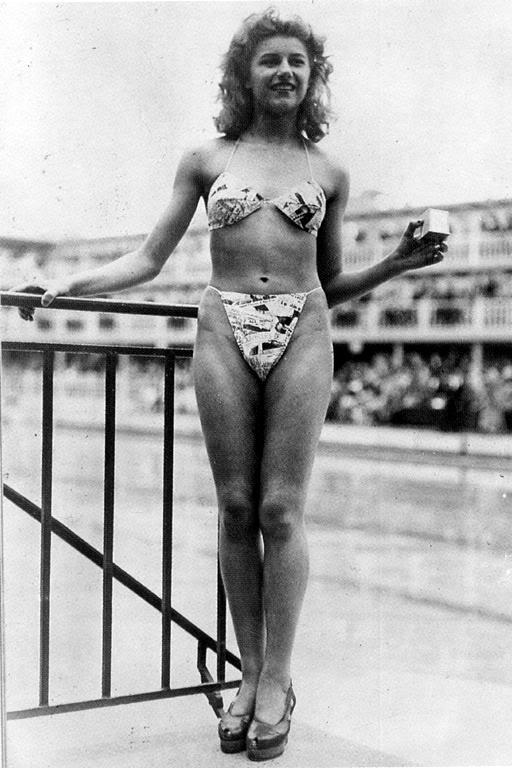 Мишелен Бернардини демонстрирует первое бикини. 5 июля 1946 года