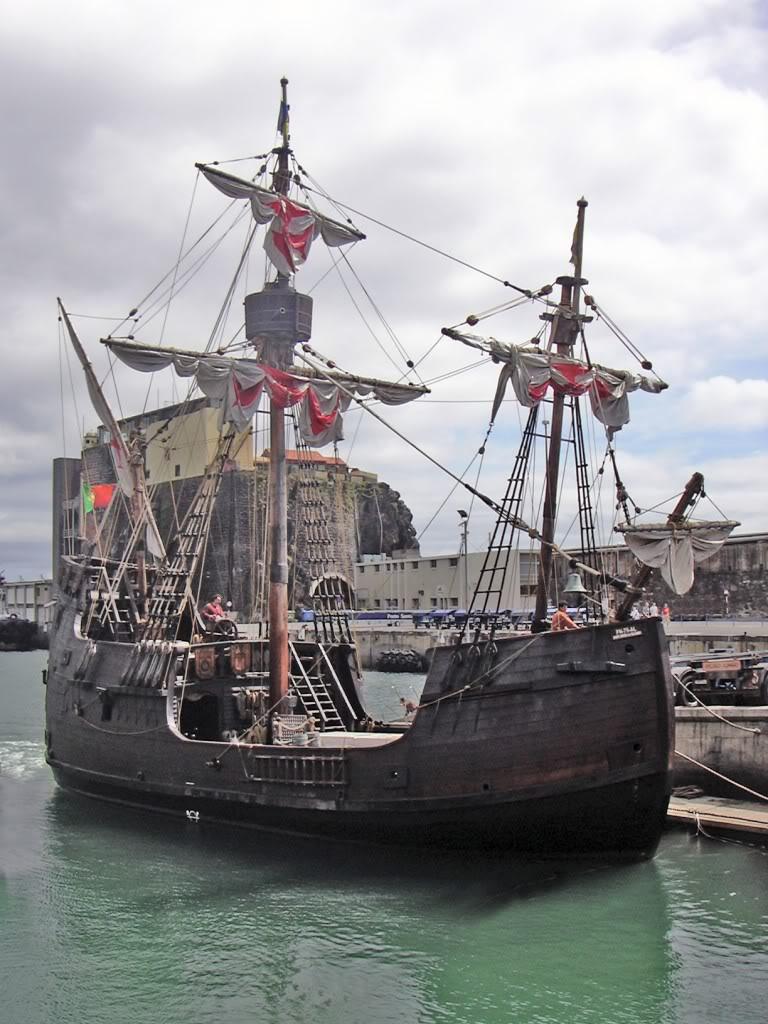 "Реплика коравеллы ""Санта Мария"" в порту Фейшал на острове Мадейра"