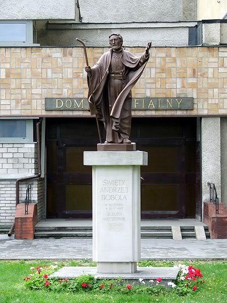 Статуя А.Боболы в Варшаве