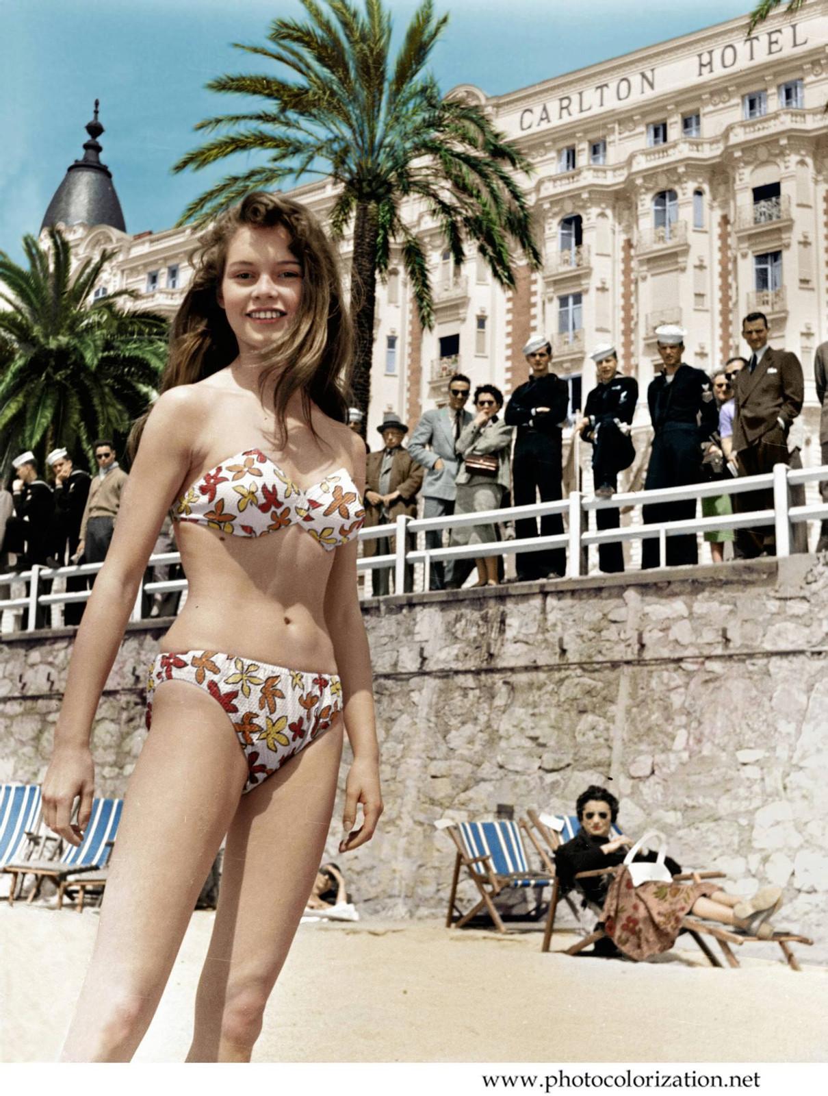 Брижит Бордо в бикини на пляже в Каннах