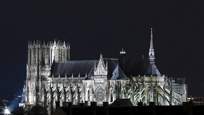 Реймский собор ночью