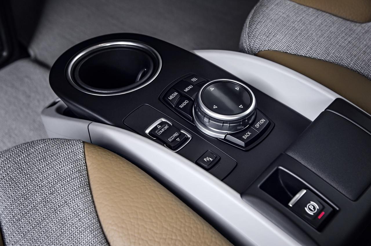 2014-BMW-i3-center-console.jpg