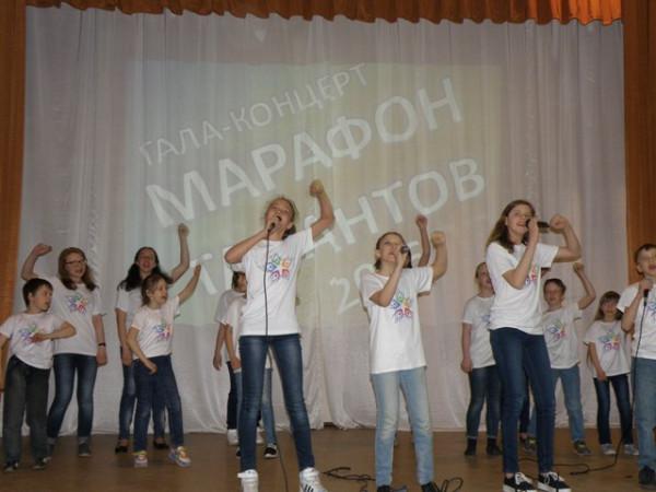 Ансамбль Звездочки выступает на Марафоне талантов