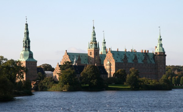 Frederiksborg_Slot_Hilleroed_Denmark_viewed_from_townsquare