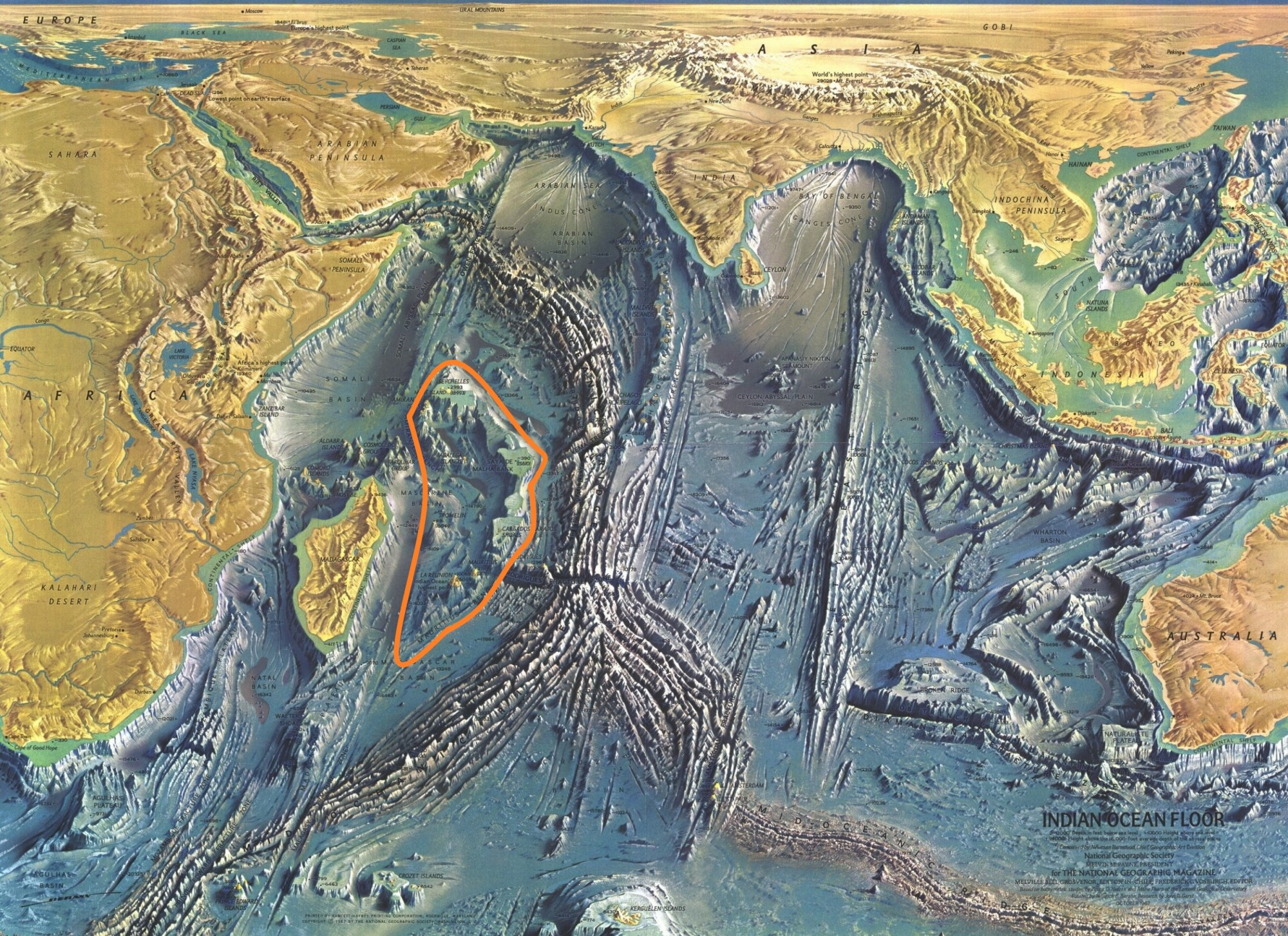 Карта дна Индийского океана. Оранжевым маркером мной помечено место, где возможно находилась Лемурия.