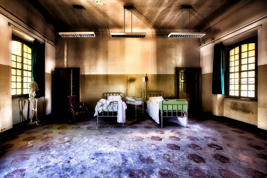 hospital-2301041_1920.jpg