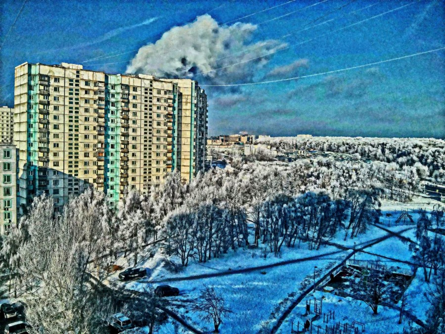 Apartment_buildings_in_Yasenevo_Moscow_1_1.jpg