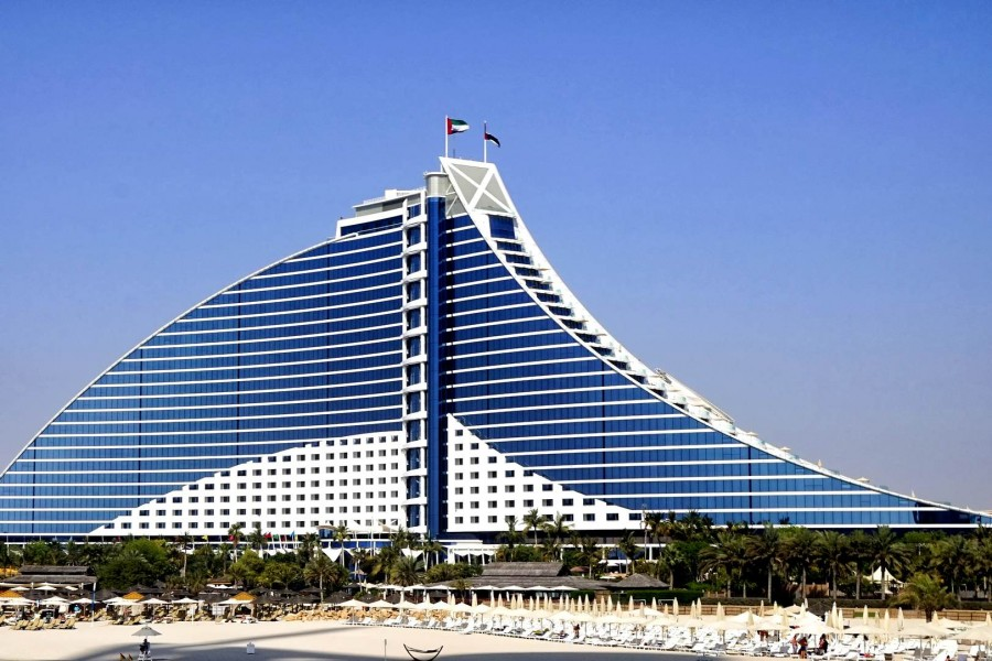 jumeirah-beach-hotel-2146761_1920_1.jpg