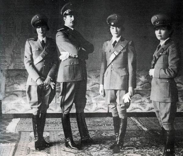 Король Албании с сестрами