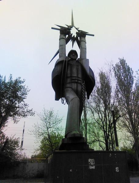 памятник короткому замыканию