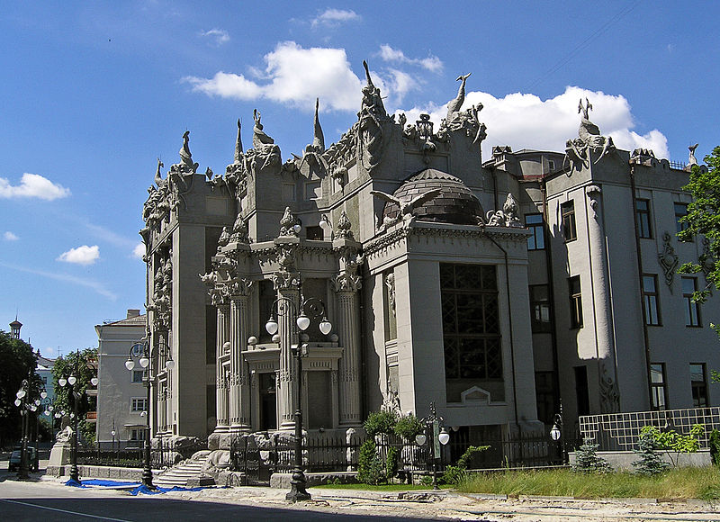 800px-House_with_Chimaeras_RU