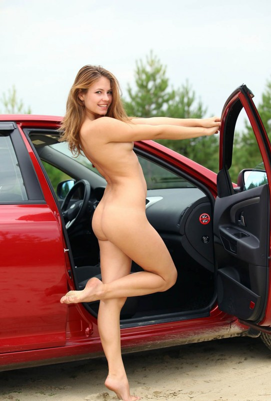 Naked girl fixing a car, daisy hank porn