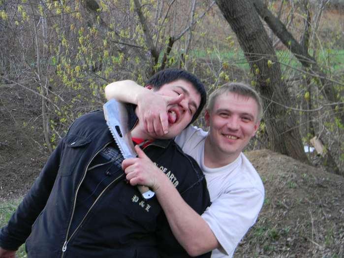 Украина в лесу с ножом