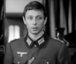 Олег Даль. 39 лет. Алкоголь принятый несмотря на вшитую торпеду вызвал инфаркт.