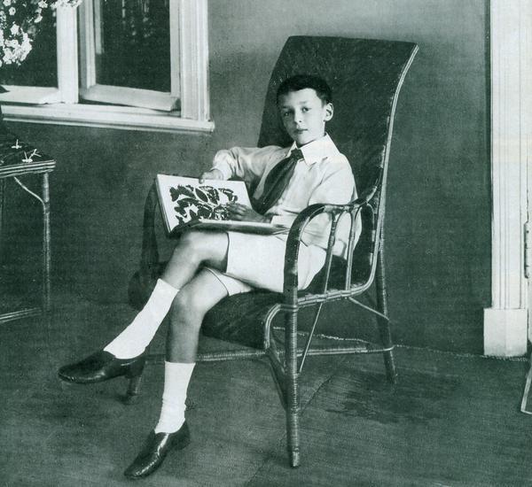 Как трахнуть Лолиту? Белые носки с черными туфлями!