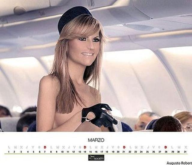 Обнаженные стюардессы на календаре авиакомпании  AirComet. 12 фото