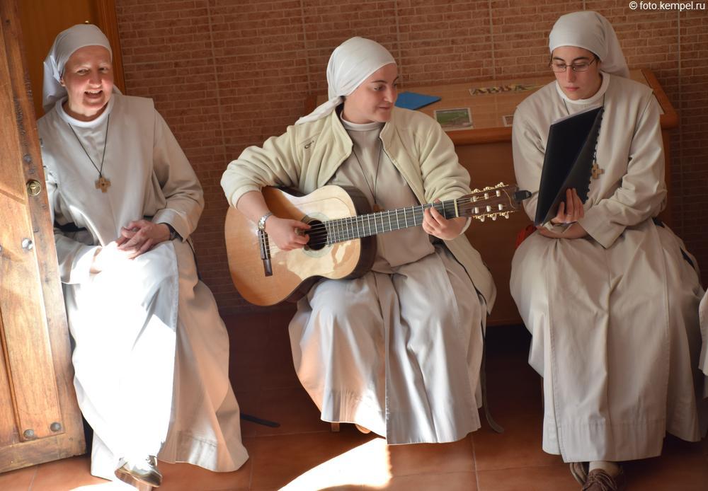 Монашки рвут танцпол