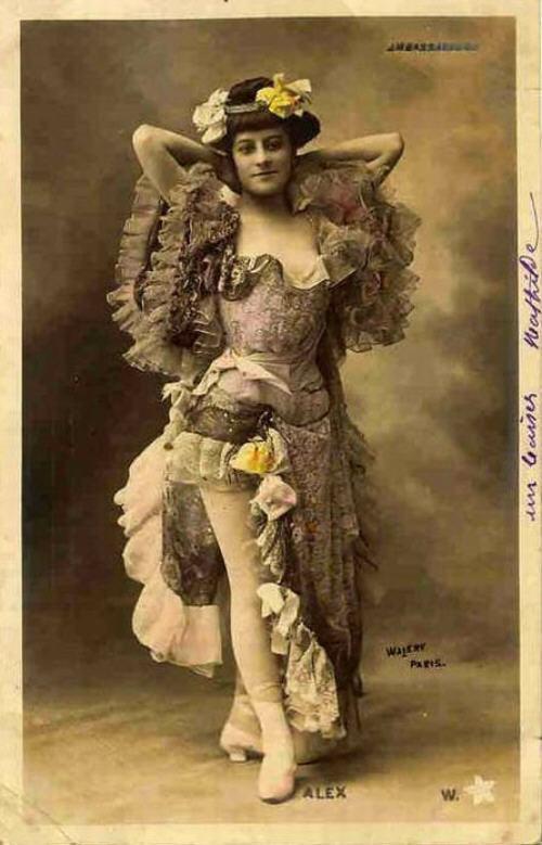 vintage-cabaret-girls-46-cm