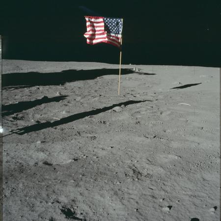 NASA выложило в открытый доступ 17000 фотографий программы «Аполлон»