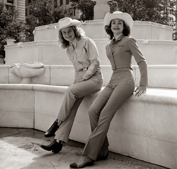American Cowgirls of the 1940's (8)