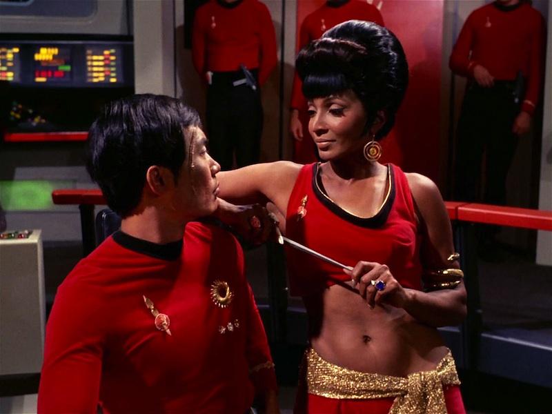 Uhura_distracts_Hikaru_Sulu_(mirror)