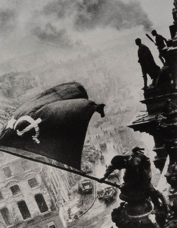 История фото Е. Халдея «Знамя Победы над Рейхстагом»