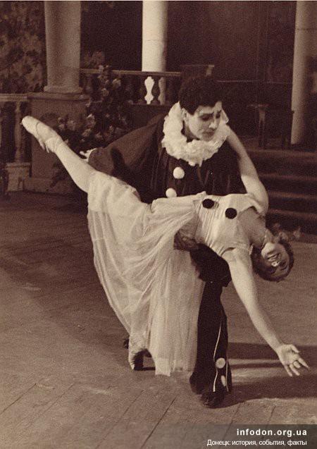 artist_dramy_n_kotljarevskij_v_baletnoj_postanovke_1943_god