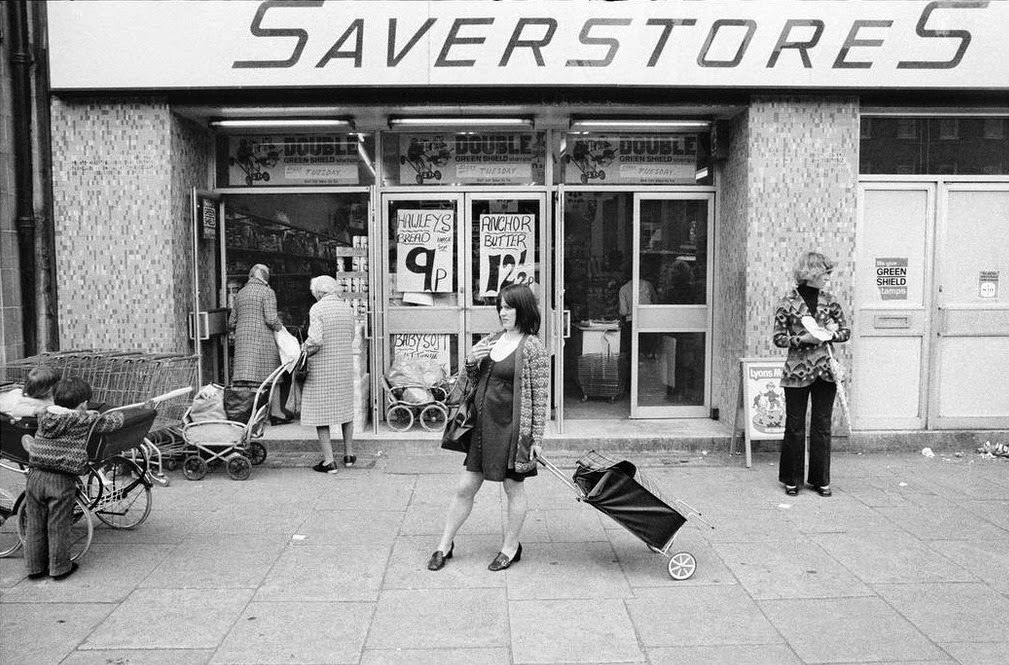 Street Scenes of England in the 1960s-70s (1)
