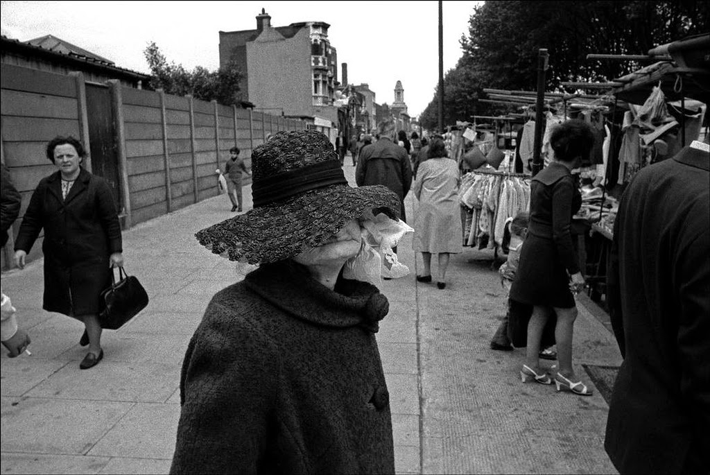 Street Scenes of England in the 1960s-70s (26)