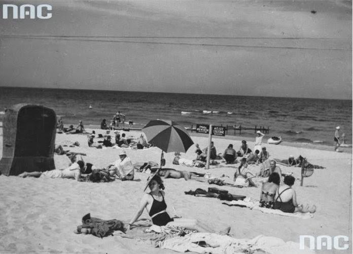 Life on Beaches of a Pre-War Poland (4)