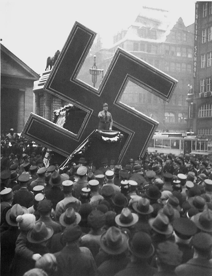 so-ive-posted-some-weird-fascist-architecture-shit-in-the-past-but-its-been-mainly-italian-heres-a-bizarre-example-of-nazi-mobile-architecture-a-kind-of-22walking-swastika22-in-h1