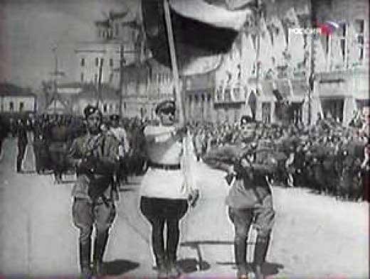Триколор_на_параде_22_июня_1943_года