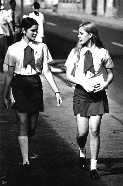 mini-1970-schoolgirls-habana