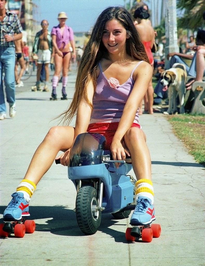 Rollerskaters at Venice Beach, California, 1979 (5)