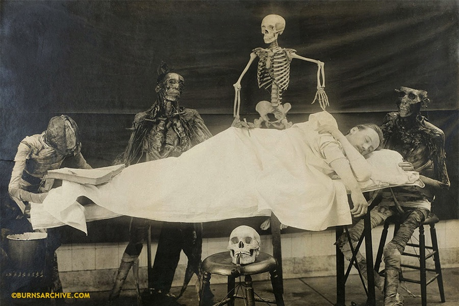 Vintage Photos of Skeletons and Dead Bodies (1)